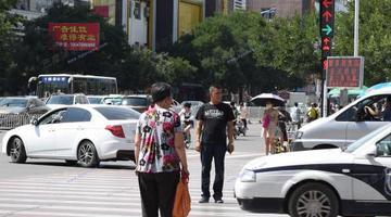 南京:一年闯红灯超5次将记为交通失信