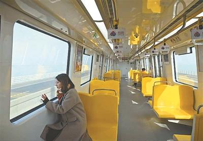 S9号线车厢。崔 晓摄