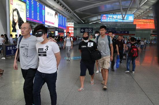 南京警方破获一起特大跨境盗刷银行卡案