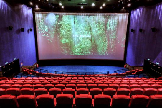 拥有杜比全景声音效+震动座椅+终极银幕 的LD厅