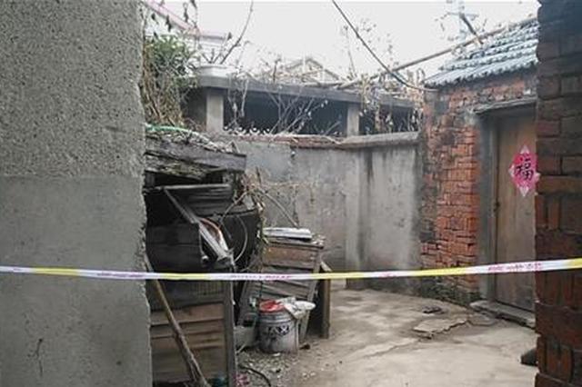 扬州一男子横卧旱厕死亡 昨天还曾正常上班