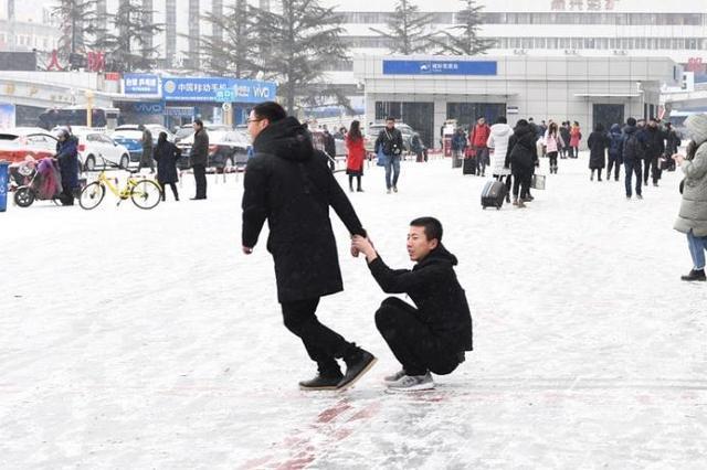 江苏部分高速因降雪实施管制 往安徽方向通行受阻