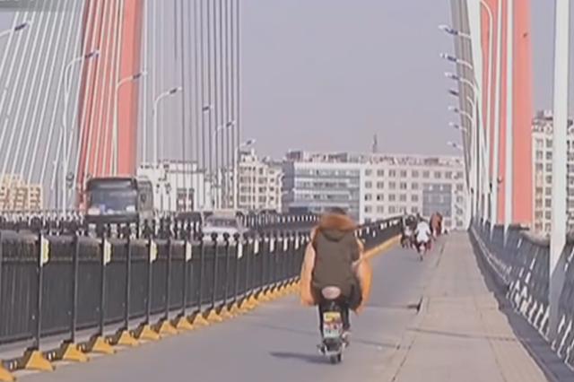 泗阳大桥被冻裂?主管部门回应