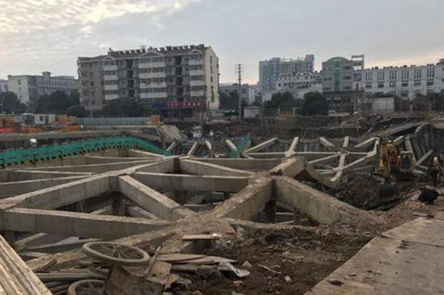 南京一工地坍塌 官方:与雨水地形有关 非施工不当