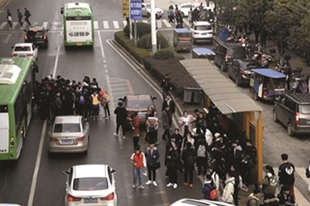 """叫不到车坐不到公交 一场艺考显南京江宁交通""""短板"""""""