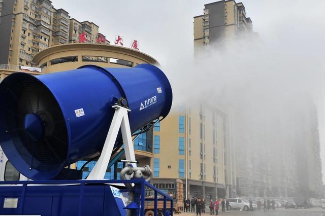 """一次可装10吨水辐射范围广 """"降尘神器""""雾炮车要来扬"""