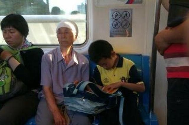南京市政协委员热议教育 着力减轻中小学生课业负担