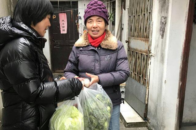 """暖心!苏州一社区""""雪中送菜"""" 300斤蔬菜惠及20余户困难家庭"""