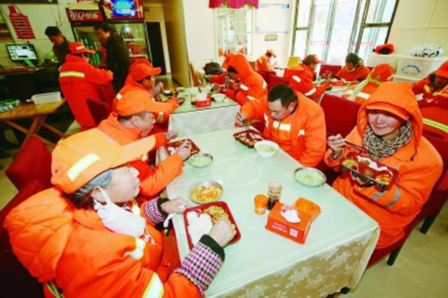南京超9成环卫过年依旧上岗 100人中只有1人回家过年