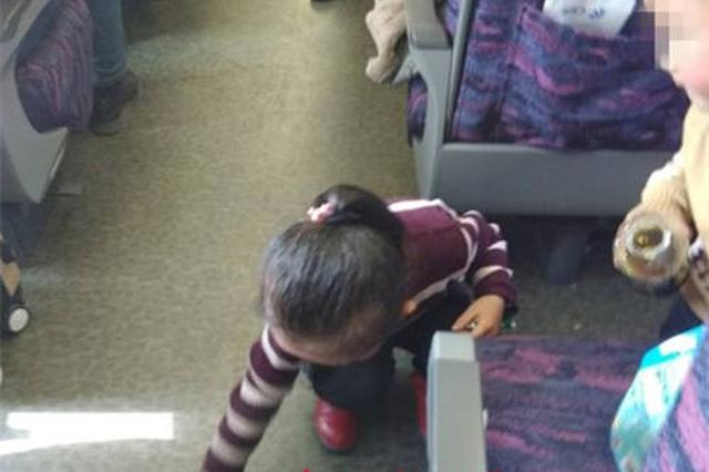 南京5岁女孩的这个举动 感动了整个车厢旅客