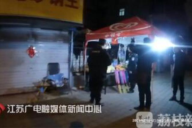 """南京一男子摆摊卖烟花爆竹 拘留所里""""过春节"""""""