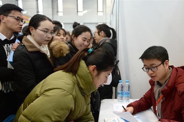 淮安洪泽举办新春招聘会 700多人实现县内就业