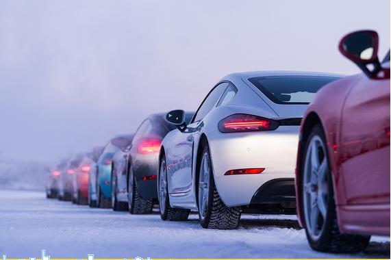 最棒的冰雪驾驶体验 保时捷凌驾风雪