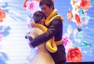 新人婚礼互赠黄金蟒做礼物