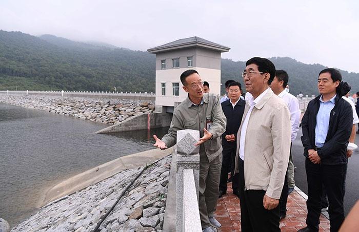8月18日,巴音朝鲁在吉林敦化抽水蓄能电站调研。宋锴/摄