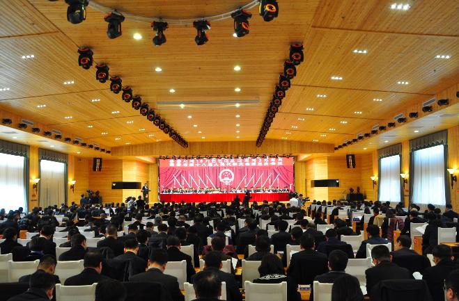珲春市第十八届人民代表大会第三次会议开幕