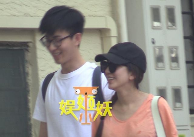 娄艺潇姐弟恋疑曝光 携小男友街头约会浪漫甜蜜