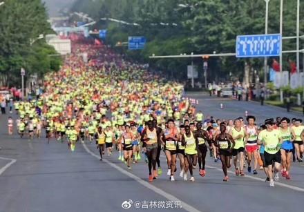 2019吉林市国际马拉松开跑 现场直击
