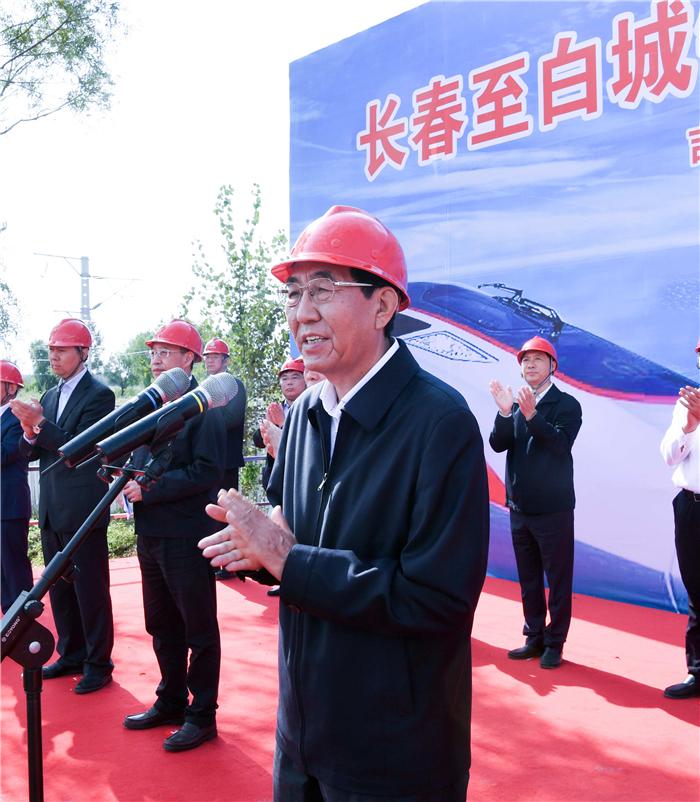 9月15日,长春至白城铁路提速工程开工仪式在松原举行,吉林省委书记巴音朝鲁出席并宣布工程正式开工。宋锴/摄