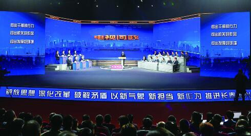 """12日晚,2018年第3期""""电视问政""""直播活动在长春广播电视台演播厅举行。 孙建一 摄"""