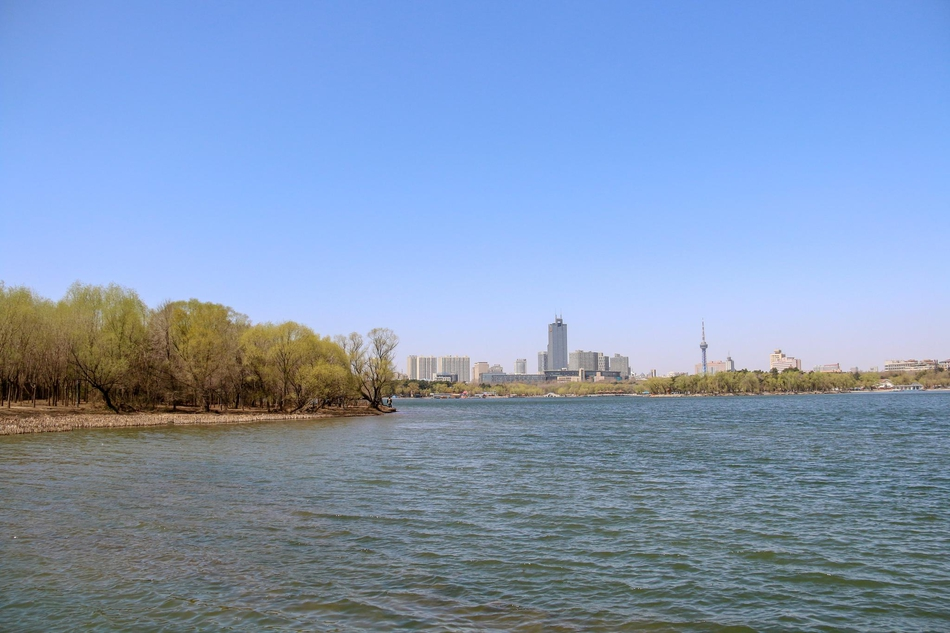 春日南湖公园满眼湖光美色