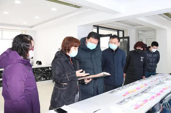 延边州文化广播电视和旅游局党组书记、局长朴峰深入社区了解下沉服务工作