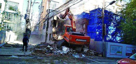 违法建筑拆除现场