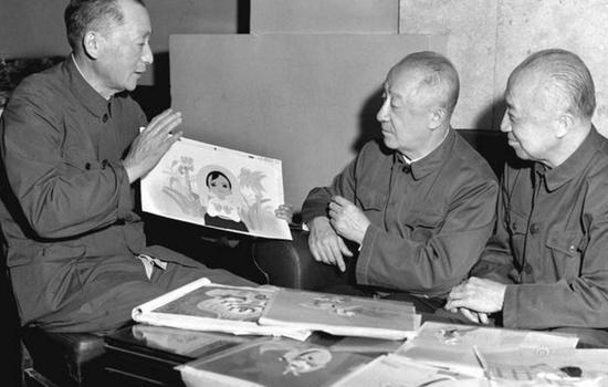 万籁鸣(中)、万古蟾(右)、万超尘(左)三兄弟分别是新中国动画片、剪纸片、木偶片的奠基人。