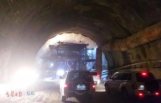 石磨洞隧道内部施工正忙。