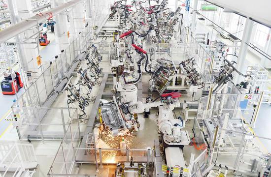 红旗工厂焊装车间。(图片由中国一汽提供)