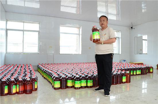 汤河村自产的大豆油成品