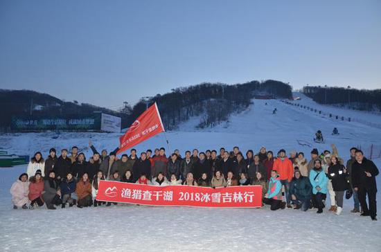 中外媒体记者齐聚莲花山滑雪场采访报道
