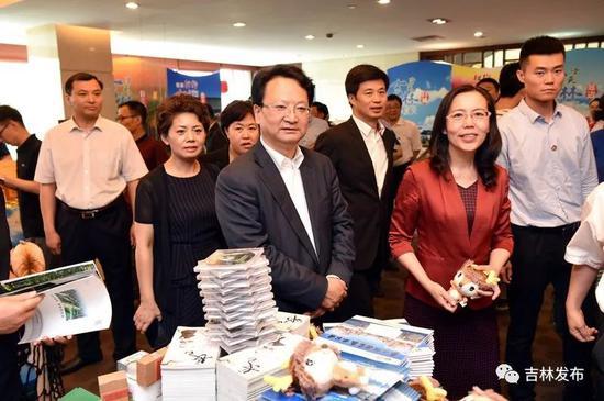 """5月28日,""""北国风光·吉人吉祥""""吉林旅游主题推介会在江苏南京举行。省委副书记、省长景俊海出席并致辞。邹乃硕 摄"""