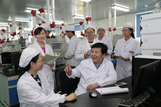 长春金赛药业生物技术研究院专家与技术人员探讨技术创新