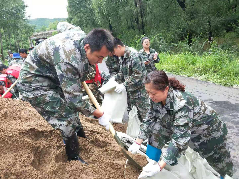 基层妇女干部战斗在抗洪一线