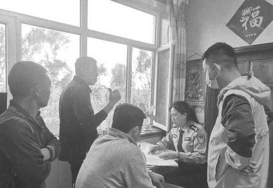 """男子""""黑户""""28年 伊通警方帮他找回""""丢失""""的身份"""