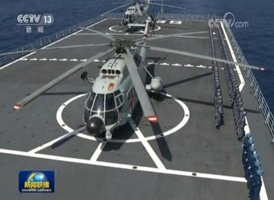 """""""昆仑山""""号上的直-8直升机"""