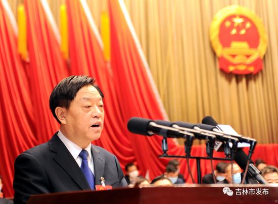 受十六届人大常委会委托,吉林市人大常委会副主任刘吉全作吉林市人民代表大会常务委员会工作报告。