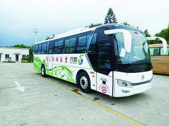 长春吉林城际公交车外形很酷。