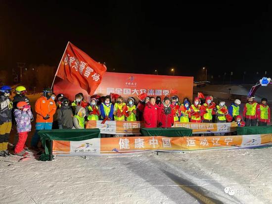 滑雪指导员技术培训在辽宁营口何家沟滑雪场开展