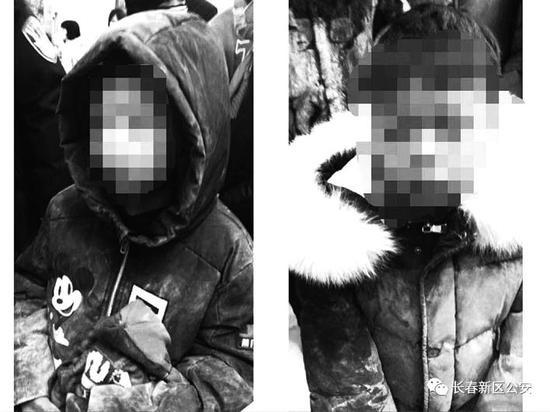 找到的两名男童。 新区公安供图