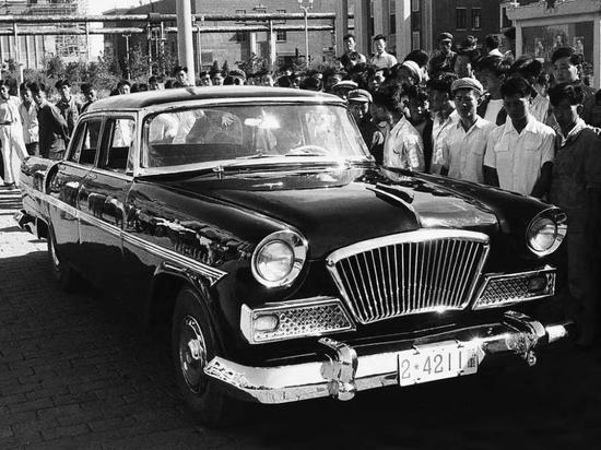 1958年8月1日,第一辆红旗轿车在第一汽车制造厂研制成功。(一汽供图)
