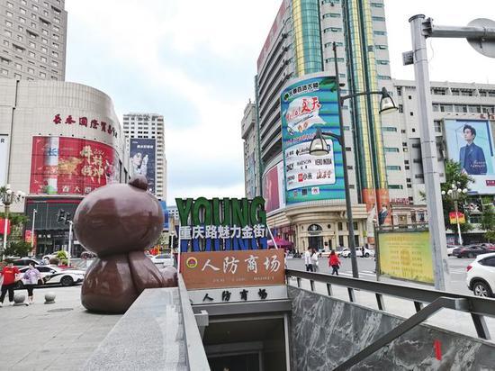 重庆路与人民大街交会处,这里是长春市区繁华地带