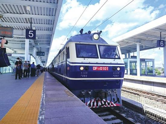 沈佳高铁白敦段检测列车从敦化站驶出