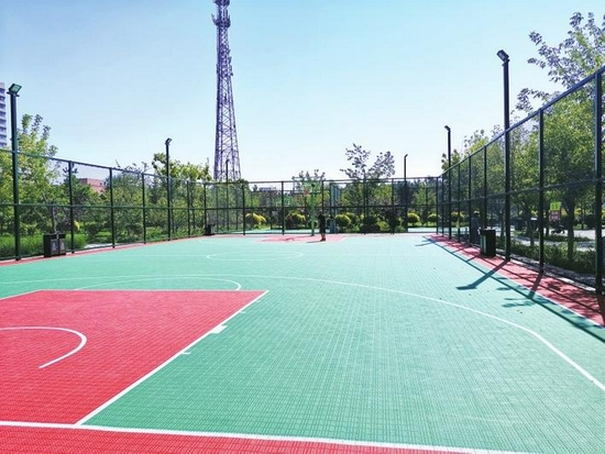 博文湖公园篮球场