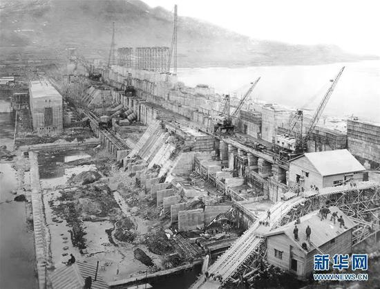 1941年拍摄的建设中的丰满大坝