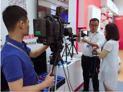 (图二:乐直播的CEO芦洲芦总正在接受山西卫视的独家采访)