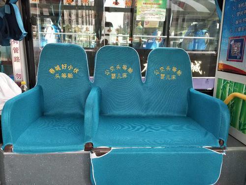 公交头等舱内景