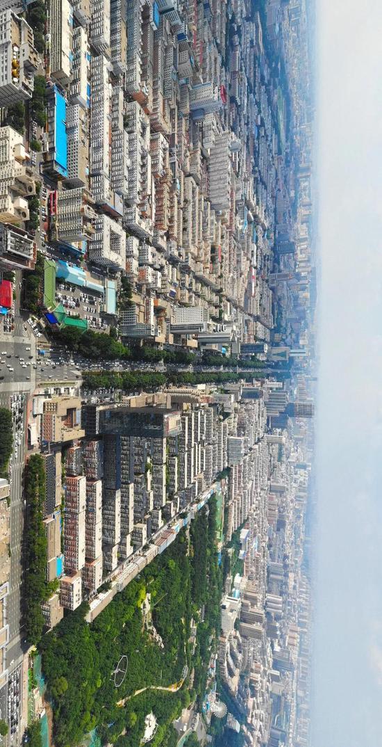 长春市中轴线人民大街。新华网 邵守志 摄