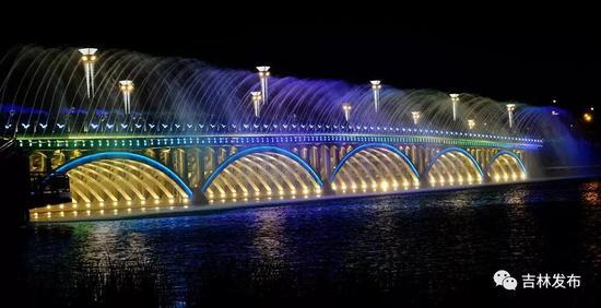 """长春南湖大桥""""城市瀑布美景""""。"""